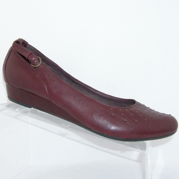 1de8ad7e Indigo by Clarks Bishop burgundy leather flats 11M